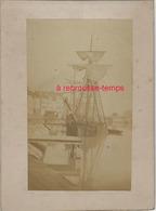1/photo Ancienne Vers 1880 Saint Valéry En Caux-76 Très Beau Voilier à Quai- Format Photo 10,4 X6,3 Sur Carton 9,4 X13cm - Lieux