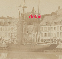2/photo Ancienne Vers 1880 Saint Valéry En Caux-76 Très Beau Voilier à Quai- Format Photo 10,4 X6,3 Sur Carton 9,4 X13cm - Lieux