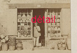 3/ Photo Ancienne Vers 1880 Saint Valéry En Caux (76) -belle Boutique- Format Photo 10,4 X6,3 Sur Carton 9,4 X13cm - Lieux