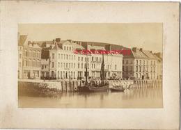 7/ Photo Ancienne Vers 1880 Saint Valéry En Caux (76)  Le Quai- Format Photo 10,4 X6,3 Sur Carton 9,4 X13cm - Lieux