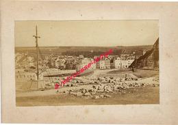 15/ Photo Ancienne Vers 1880 Saint Valéry En Caux Travaux Près Calvaire-pavé-format Photo 10,4 X6,3 Sur Carton 9,4 X13cm - Lieux
