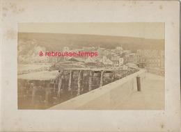 15/ Photo Ancienne Vers 1880 Saint Valéry En Caux (76) -format Photo 10,4 X6,3 Sur Carton 9,4 X13cm - Places