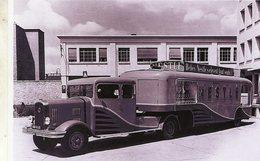 Un Camion Et Remorque Publicitaire LATIL Pour La Marque Nestlé  -  15x10 PHOTO - Camions & Poids Lourds