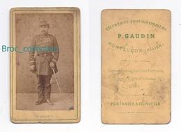 Photo Cdv D'un Militaire Par P. Gaudin, Montluçon, Album MICHARD / MICHEL Cosne 03, Le Montet, Circa 1875 - Guerre, Militaire