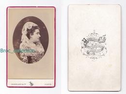 Photo Cdv D'une Femme, Coiffe Et Châle De Dentelle Par Hermann & Cie, Paris, Album MICHARD / MICHEL Cosne 03, Le Montet - Oud (voor 1900)
