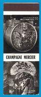 POCHETTE SANS ALLUMETTES PUBLISTIP PARIS / CHAMPAGNE MERCIER DANS LE MONDE ENTIER UN BOUCHON MERCIER SAUTE TOUTES LES 9 - Matchboxes