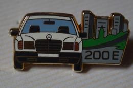 Rare Pin's Arthus Bertrand Mercedes 200E - Arthus Bertrand