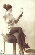 Ragazza Seminuda Che Si Guarda Allo Specchio (Sexi, Pin Up), Riproduzione B90, Reproduction - Pin-Ups