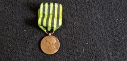 Médaille République Française Militaire Guerre 1870 1871 George LEMAIRE AUX DEFENSEURS DE LA PATRIE Drapeau Canon - France