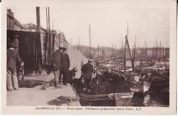 CPA 13 --  MARSEILLE -- SAINT JEAN -- Pêcheurs Préparant Leurs Filets -- Belle Animation - Canebière, Centre Ville