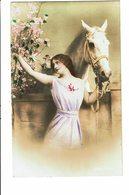 CPA - Carte Postale -Pays Bas- Fantaisie- Une Dame Avec Un Cheval -VM3813 - Vrouwen
