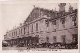 CPA 13 --  MARSEILLE -- La Gare Saint Charles ( Côté Arrivée ) + Belle Animation - Canebière, Centre Ville