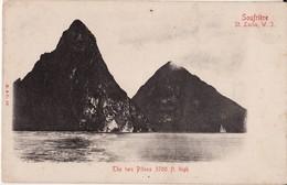 SAINTE LUCIE -- SAINT LUCIA -- Soufrière -- Les Deux Pitons Vers 1900 - Sainte-Lucie