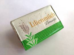 Rare Vintage Soap 1970-80s / SOAP. Lilienmilch Luxusseife / 150 G. / Made In DDR / Germany / Konsum Seifenwerk Riesa - Parfums & Beauté