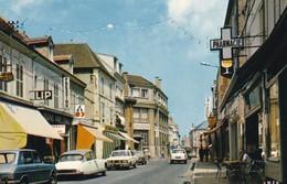 10. ROMILLY SUR SEINE. ANIMATION RUE DE LA BOULE D'OR . ANNÉE 1973. COMMERCES. VOITURES EN STATIONNEMENT - Romilly-sur-Seine