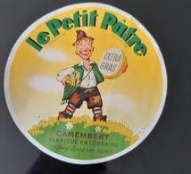 ANCIENNE ETIQUETTE CAMEMBERT LE PETIT PATRE EXTRA GRAS FABRIQUE EN LORRAINE ANTIQUE CHEESE LABEL LITTLE BOY ENFANT - Cheese