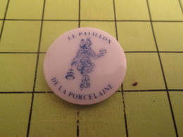613b Pin's Pins / Beau Et Rare : THEME AUTRES / LE PAVILLON DE LA PORCELAINE Pin's En Céramique - Pin's