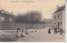 LANAY ( Sarthe ) - La Place Et Le Presbytère - Autres Communes