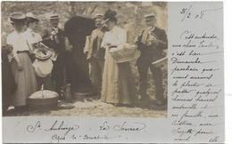 CARTE PHOTO. D 77.  STE AUBIERGE.  LA SOURCE APRES LA BENEDICITE  AN 1908 - France