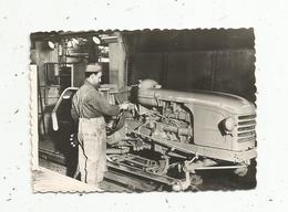 Photographie , 90 X 60 Mm, Régie Nationale Des Usines RENAULT ,usine Du MANS,ligne De Fab. TRACTEURS , 2 Scans - Automobiles