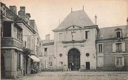 49 Fontevrault Fontevraud La Place Et Entrée De La Maison Centrale Prison Penitencier - Autres Communes