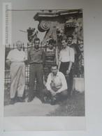 E0318  Old Photo -  Kecsekmét -parents Visit The Soldier - 1962 - Personnes Anonymes