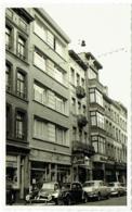 Carte Photo. Bruxelles. Rue Blaes. Chemisier-Chapelier Henry. Voitures. Citroën Traction.... - Plaatsen