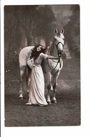 CPA - Carte Postale -Pays Bas- Une Jeune Dame Avec Son Cheval- -VM3850 - Vrouwen