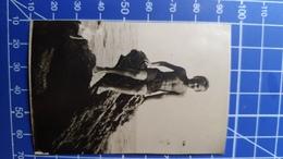 B&W Amateur Photo Boy Beach - Personnes Anonymes