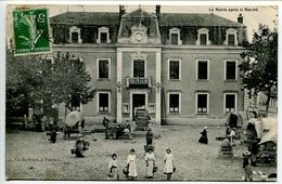 CPA 1911 - PIERRE De BRESSE La Mairie Après Le Marché ( Très Belle Animation Chariots Toilés ) Ecrite Voyagé - Autres Communes