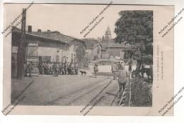CPA Militaria (55 MIRECOURT ?) - La Coopérative Militaire (la Queue Au Pinard) - Guerre 1914-18