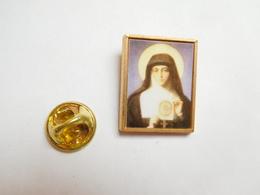 Superbe Pin's  , Religion Catholique ,  Sainte Thérése De Lisieux - Celebrities