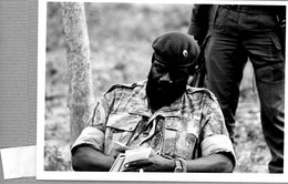Photo Originale , ANGOLA Le Président JONAS SAVIMBI  Dans Le Maquis - Guerra, Militari