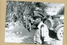 Photo Originale  GUERRE DES SABLES 1963 .  Le Général  DRISS BEN OMAR EL ALIMI - Guerra, Militares