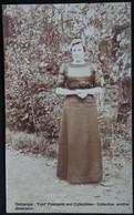 Photo Carte Real Photograph Post Card Fotokaart Femme Dans Un Jardin. Vrouw In Een Tuin.  Woman In A Garden. - Illustrateurs & Photographes
