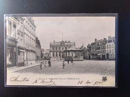 CPA (59) BERGUES.  Place De L'Hôtel De Ville.    Animation.      (G Bis 520) - Bergues