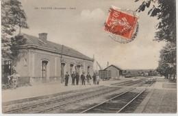 VOUTRE ( Mayenne ) - Gare. Personnages Devant La Gare. Carte Animée. - Francia