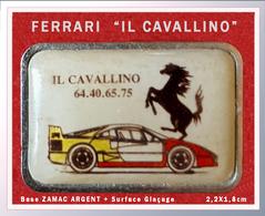"""SUPER PIN'S FERRARI : """"IL CAVALLINO"""" Le Vhavel FERRARI Sur Capot FERRARI Rouge Et Jaune Support Argent + Glaçage 2,2X1,8 - Ferrari"""