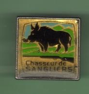 CHASSEUR DE SANGLIERS *** 1024 - Pin's