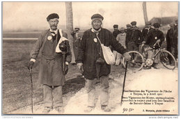 10 LES RICEYS - Deux Vignerons Lors Des Manifestations De 1911 - Les Riceys