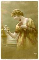 PRETTY GIRL WITH FLOWERS / POSTMARK - FIELD POST OFFICE A. D. 1, 1916 / ADDRESS - RUMBLING BRIDGE - Women