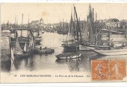 38. LES SABLES-D'OLONNE . LE PORT VU DE LA CHAUME + BATEAUX EN GROS PLAN . AFFR SUR RECTO LE 13-8-1923 - Sables D'Olonne