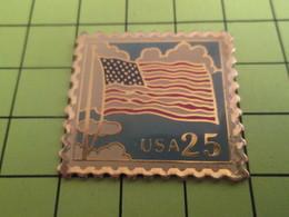 613d Pin's Pins / Beau Et Rare : THEME POSTES / TIMBRE POSTE USA 25cts DRAPEAU AUTREFOIS AIMé ... - Mail Services