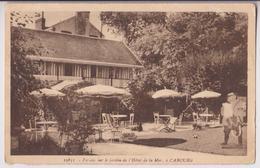 CABOURG (14) : FACADE SUR LE JARDIN DE L'HOTEL DE LA MER - TABLES ET PARASOLS - CLICHE PEU COURANT ? - 2 SCANS - - Cabourg