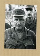 Photo Originale , Le Général  GREIGHTON ABRAMS  En Tenue De Combat Au  VIETNAM  En 1972 - Guerre, Militaire