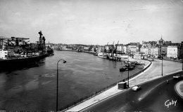 44 - NANTES - La Loire Et Le Bureau Du Port - Nantes