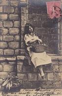 CARTE FANTAISIE . CPA .2 CARTES. LA PETITE MARCHANDE. ANNEE 1907 - Marchands