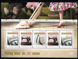 """Nederland 2019 Persoonlijke: Thema """"terug Naar De 20e Eeuw"""": Huishouden: Naaimachine, Strijkijzer, Wassen - 2013-... (Willem-Alexander)"""
