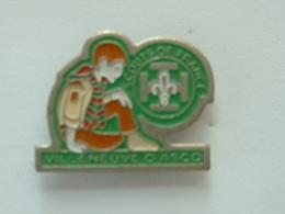 PIN'S SCOUTS DE FRANCE - VILLENEUVE D'ASCQ  - SCOUT - Associazioni