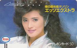 Télécarte Ancienne Japon / 110-18275 - Femme / Pub Essence ESSO - GIRL Japan Front Bar Phonecard / A - FRAU - Personnages